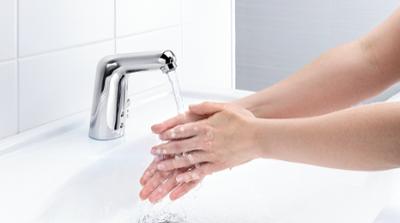 5521F_555F_Medipro_hands_3_landscape_hospitals focus on hygiene_400x223
